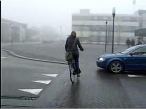 cyclist_sharp_LT_onto_pedxg