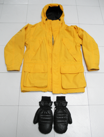 outer jacket and mittens slsh red P2100170